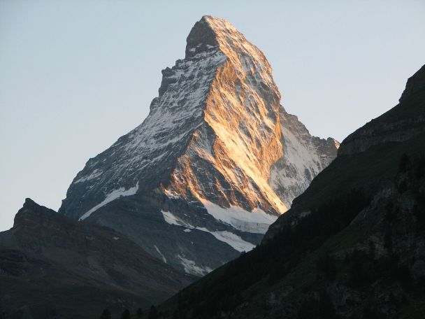 1280px-Matterhorn_at_sunset1